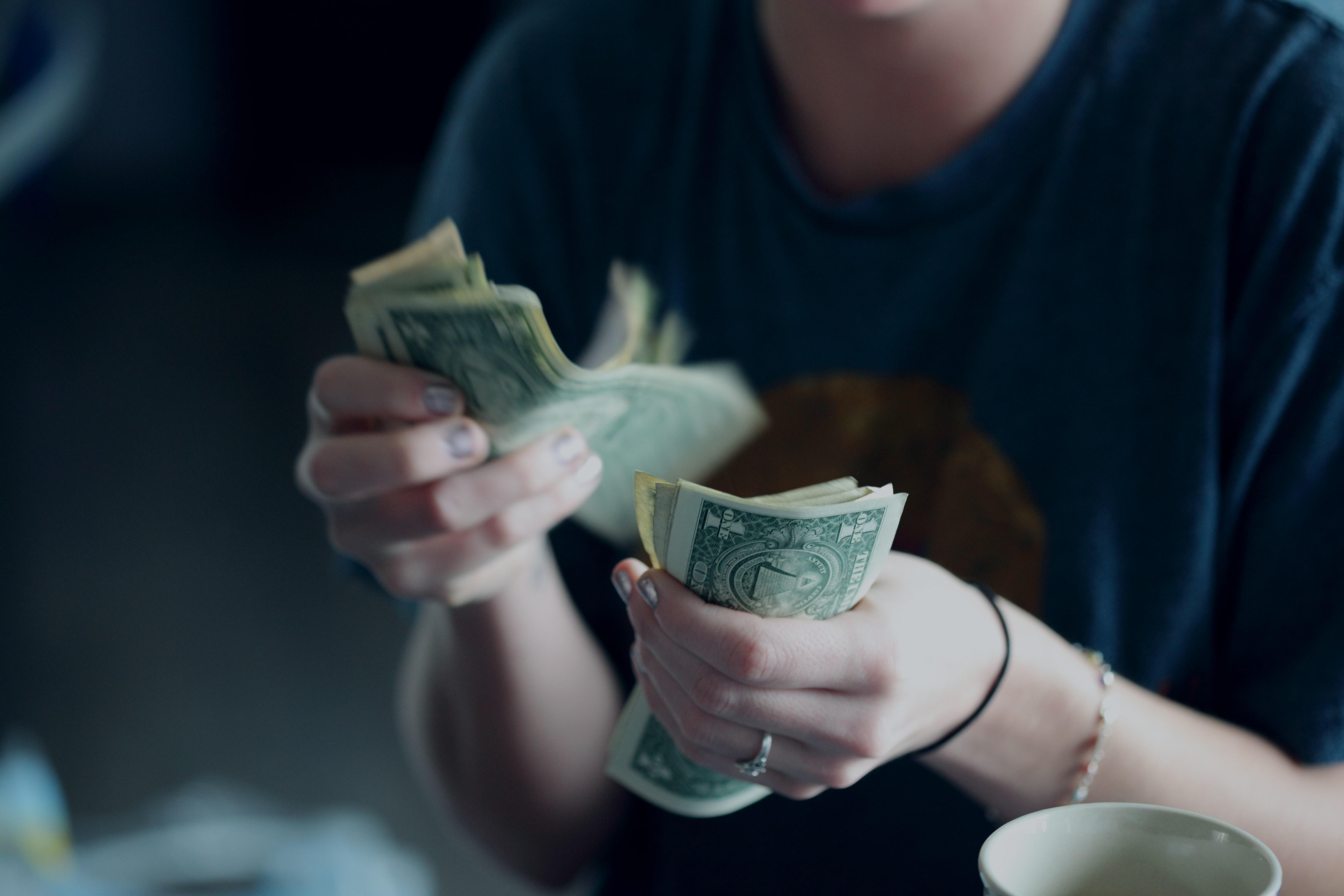как вывести электронные деньги.